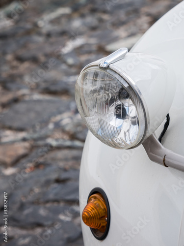 Tela Close-up shot of a headlight of a Citroen 2CV car