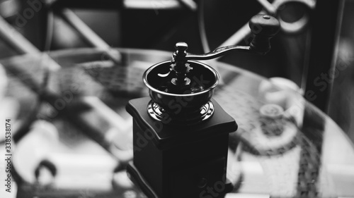 Foto Close-up Of Coffee Maker On Glass Table