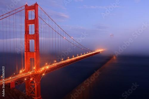 Платно Illuminated Golden Gate Bridge At Dusk