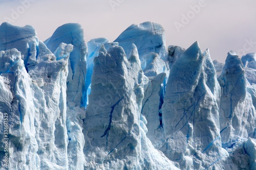 Photo Close Up Of Steep Spectacular Ice Formation