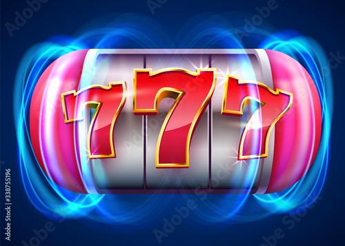 Fotografia Slot machine wins the jackpot. 777 Big win casino concept.