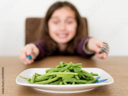 Photo Enfant réclamant des haricots verts