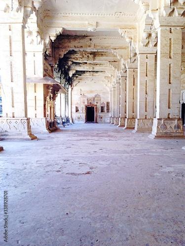 Tablou Canvas Colonnade In Ancient Building