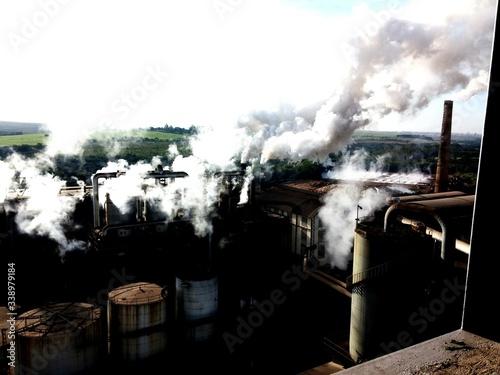 Foto Factory Emitting Smoke