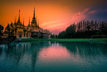 Wallpaper Wat Lan Boon Mahawihan Somdet Phra Buddhacharn(Wat Non Kum)is The Beauty Of The Church That Reflects The Surface Of The Water,popular Tourists Come To Make Merit And Take A Public Photo