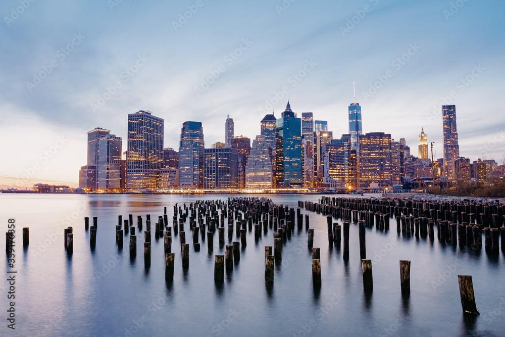 Fototapeta Lower Manhattan at night, view from Brooklyn Park