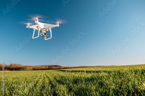Valokuvatapetti drone quad copter on green corn field