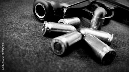 Obraz na plátně Close-up Of Handgun And Bullets