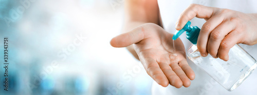 Fotografía Sanitizer alcohol gel in hands rub clean hand hygiene prevention of coronavirus virus