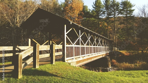 Photo Wooden Bridge Over River At Forest