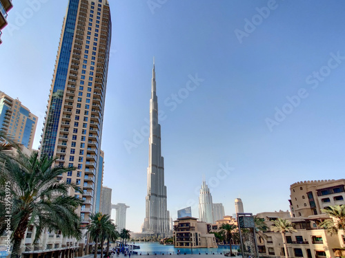 Downtown Dubai landmarks and tourist attractions - The Dubai Mall and the Founta Fotobehang