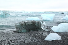 Strand Auf Island Mit Kleinen Eisbergen