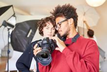Young Photographer Explains The Reflex Camera