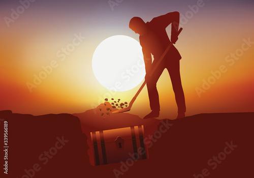 Concept de ma chasse au trésor, avec un homme qui déterre un coffre avec une pelle dans un endroit secret Canvas Print