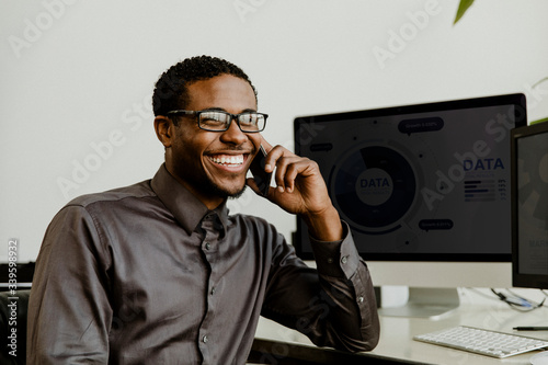 Business person calling on the phone Fototapeta