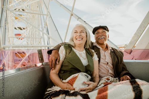 Leinwand Poster Happy senior couple on a Ferris wheel