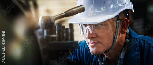 industrial background of caucasian mechanics engineer operating lathe machine fo Fototapet