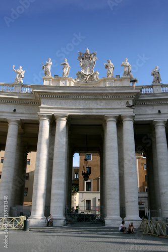 colonnades of St. Peter's Square Fototapete