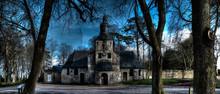 Notre Dame De Grâce Sur Les Hauteurs D'Honfleur Avec Un Carillon Déporté