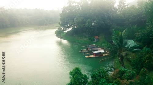 Foto Scenic View Of Boats In River
