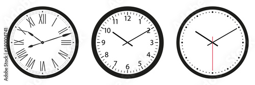 Fotografia Set of wall clocks with black frame and hands