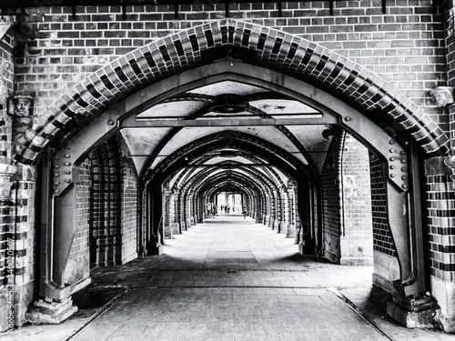 Billede på lærred View Of Colonnade