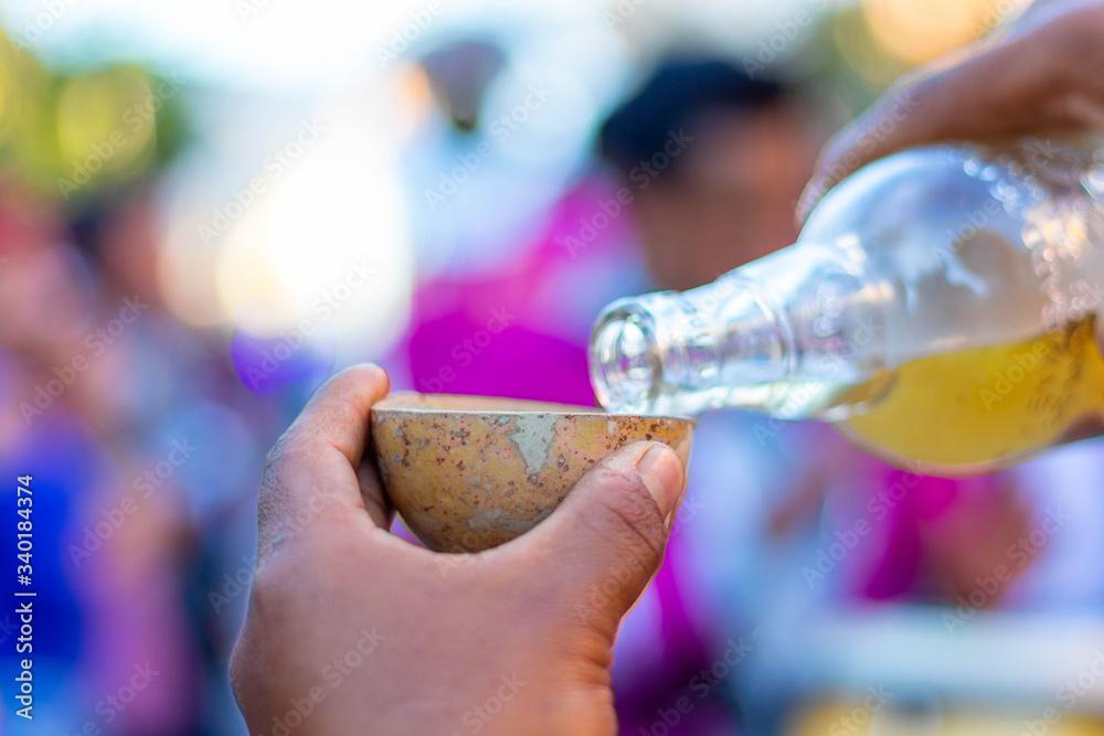 Fototapeta Shot de mezcal durante carnaval en Oaxaca