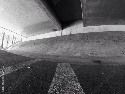 Foto Skateboard Ramp Under Bridge