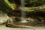 Fototapeta Kawa jest smaczna - Waterfall From Cliff At Starved Rock State Park