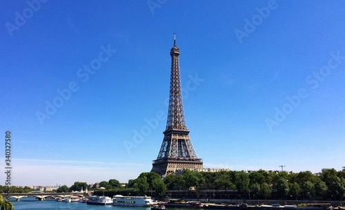 Canvas Print Low Angle View Of Eiffel Tower