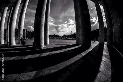 Billede på lærred Fish-eye Lens View Of Colonnade
