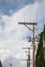 Poste De La Luz Con Cables
