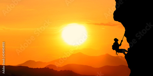 Photo silhouette of a man in the sunset motivation landscape concept.