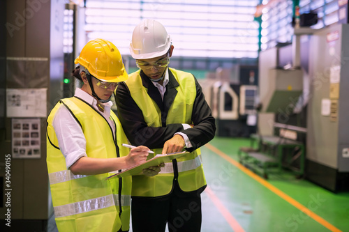 Photo Factory auditor or inspector discussion