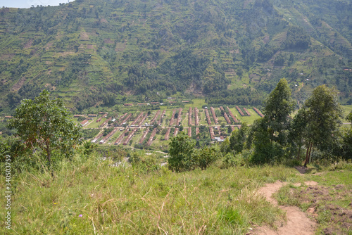 Aerial view of conglomerate of houses built for mine workers in Kilembe Slika na platnu