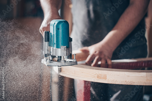 Photo Joinery, woodworking and furniture making, professional carpenter cutting wood i