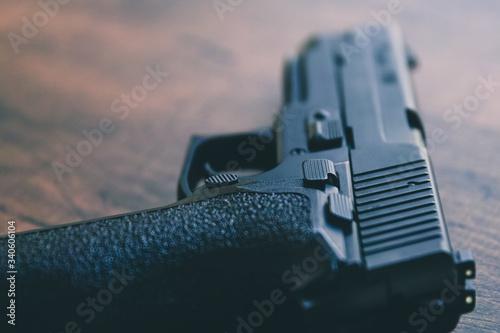 Tela 拳銃