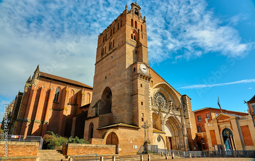 Foto Toulouse Cathedral (Cathedrale Saint-Etienne) is Roman Catholic church located in city of Toulouse, Haute-Garonne, France