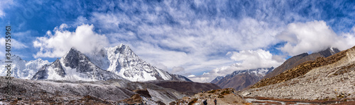 Photo Mount Ama Dablam in Himalayas south of Mount Everest.