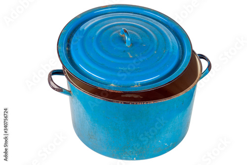 Photo old large ajar enameled blue pot with cover isolated on white background