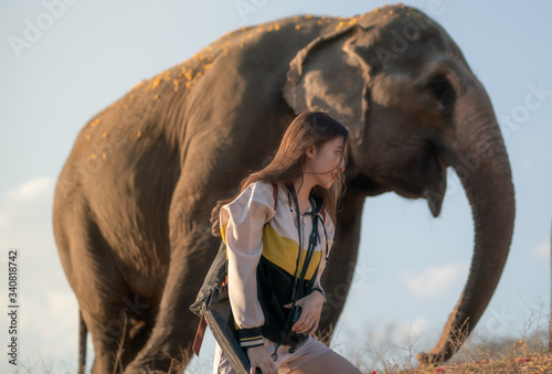 Photo Young woman with elephant in Thailand.