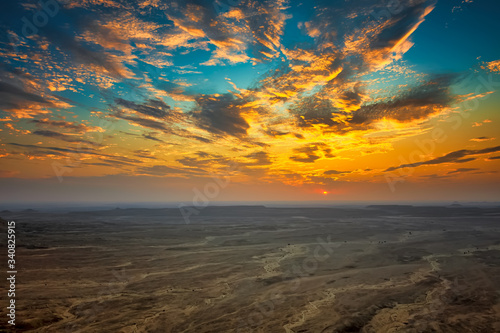 Photo Edge of the World, a natural landmark and popular tourist destination near Riyadh -Saudi Arabia