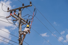 The Power Lineman Use Clamp St...