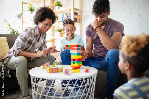 Portrait of black family playing a game at home together Fototapet