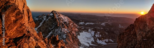Fotografía Panoramic View Of Snowcapped Mountains Against Sky During Sunset
