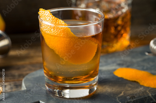 Fotografia Refreshing Bourbon Old Fashioned Cocktail