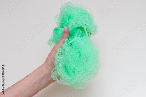 Cuadros en Lienzo green nylon washcloth in a female hand