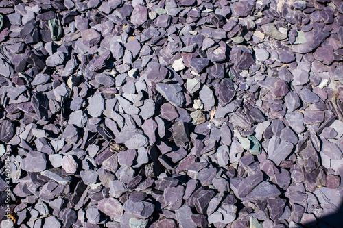 Photo plum blue green grey slate chippings, decorative garden aggregate
