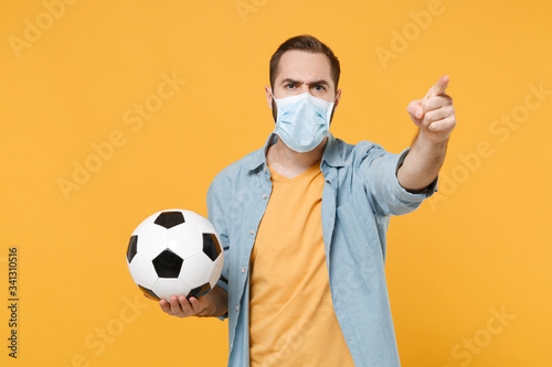 Cuadros en Lienzo Irritated man in face mask isolated on yellow background