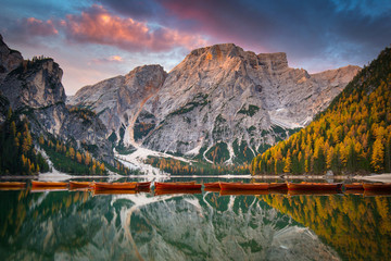 Obraz na Szkle Rzeki i Jeziora Lago di Braies lake and Seekofel peak at sunrise, Dolomites. Italy